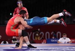 """Vật Olympic ngày 7/8: """"Xe tăng Nga"""" Sadulaev giành HCV Olympic thứ 2 liên tiếp"""