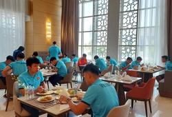 Tuyển Việt Nam tập buổi đầu tiên ở Saudi Arabia lúc… 0 giờ