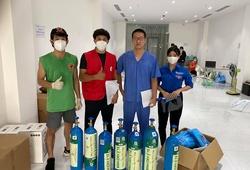 Một ngày cùng Nguyễn Trần Duy Nhất hỗ trợ bình oxy tới các khu điều trị COVID-19