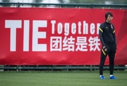 Báo Trung Quốc đặt nghi vấn lý do khiến HLV Li Tie chưa bị sa thải
