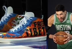 """Trung Quốc """"cấm cửa"""" Boston Celtics sau phát ngôn của trung phong Enes Kanter"""