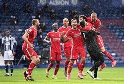 Alisson nghẹn ngào sau khi ghi bàn quyết định cho Liverpool
