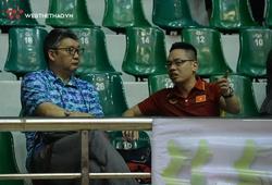 HLV Li Huan Ning thị sát học trò tại Cúp Hoa Lư - Bình Điền 2021