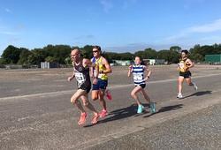 Cô bé 12 tuổi phá kỷ lục thế giới chạy 5km