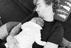 Griezmann đón đứa con thứ ba với sự bất thường kỳ lạ