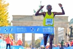 """Chàng trai """"cò hương"""" vô địch, Berlin Marathon 2021 không có kỷ lục thế giới"""