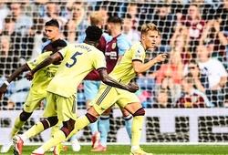 Odegaard gia nhập danh sách sút phạt thành bàn cho Arsenal