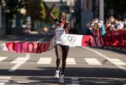 Peres Jepchirchir giúp Kenya nối dài chuỗi thống trị marathon nữ Olympic