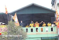 Khán giả Thanh Hóa cổ vũ đội bóng từ... các nhà cao tầng