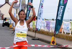 Cô gái Ethiopia phá sâu kỷ lục thế giới chạy bán marathon