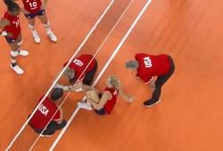 """""""Vận đen"""" tiếp tục đeo bám bóng chuyền Mỹ tại Olympic 2021"""