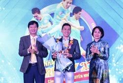 """""""Đánh bại"""" Hùng Dũng, Hồng Duy, cầu thủ Futsal giành giải Fair-play 2020"""