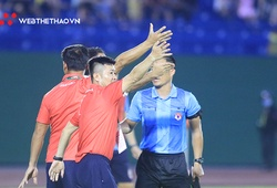 Thanh Hóa liên tục phản ứng trọng tài trên sân Gò Đậu
