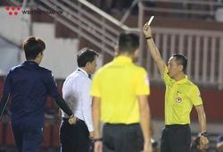 Thầy Công Phượng phản ứng cực gắt trọng tài trận derby trên sân Thống Nhất