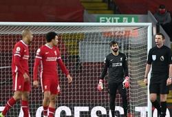 Alisson hai lần biến thành tội đồ khiến Liverpool thua đậm