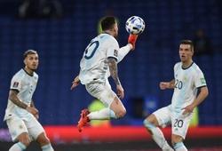 Messi dùng chân khống chế bóng tinh tế ở độ cao hơn đầu người