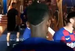 Messi truyền cảm hứng trong đường hầm giúp Barca thắng Napoli