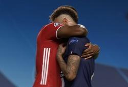 Hậu vệ Bayern Munich tạo hình ảnh đẹp với Neymar sau trận chung kết