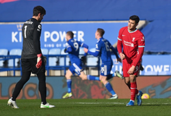 Alisson lại mắc sai lầm khiến Liverpool ôm hận trước Leicester