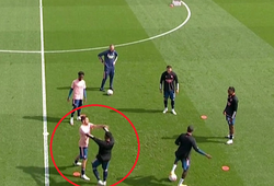 """2 ngôi sao Arsenal """"đấu võ"""" trên sân ngay trước trận gặp Fulham"""