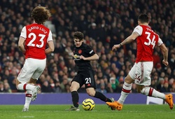 """Arsenal và MU trở thành """"hiện tượng"""" trên bảng xếp hạng năm 2020"""