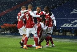 Arsenal tạo ra pha phối hợp kinh điển để Saka ghi bàn
