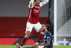 Arsenal trớ trêu với thẻ đỏ nhiều hơn số bàn thắng