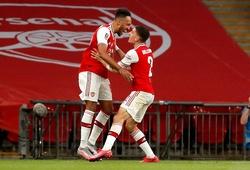 Aubameyang lập cú đúp cho Arsenal và áp sát thành tích của Salah