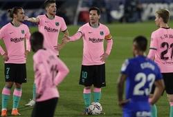 HLV Barca bực tức khi phải đá sân khách lúc 9 giờ tối