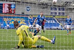 De Gea bị cáo buộc đá bóng vào đối phương sau khi lọt lưới