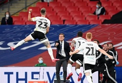 Người hùng Fulham với bàn thắng kinh ngạc bằng đá phạt từ gần 40m