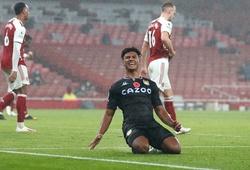 """Hậu vệ Arsenal vấp ngã hài hước trong ngày """"Pháo thủ"""" thua đậm"""