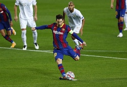 """Messi với """"đôi chân vàng"""" đáng kinh ngạc từ băng ghế dự bị"""