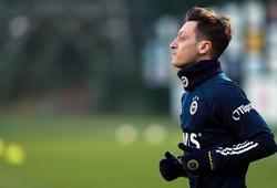 Hình ảnh đầu tiên về Mesut Ozil trong buổi tập với Fenerbahce