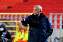Mourinho nổi giận muốn thay hết 11 cầu thủ Tottenham trong hiệp 1