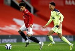 Tài năng tuổi teen của MU bị Man City gạt bỏ do tập với Barca
