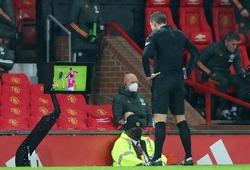 CĐV Liverpool phát điên vì quyết định của trọng tài với MU