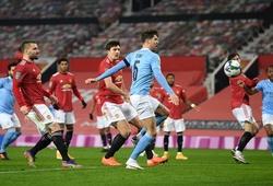 CĐV MU nổi giận với Maguire khi để hậu vệ Man City ghi bàn