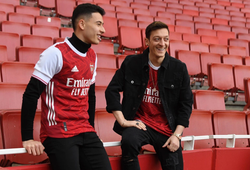 Mesut Ozil không có cơ hội chơi cho Arsenal ở cúp châu Âu mùa này