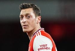 Tại sao Mesut Ozil không được ra sân ở trận Arsenal vs Man City?