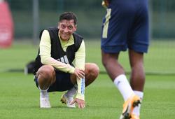 """Mesut Ozil đưa ra điều kiện """"oái ăm"""" cho Arsenal để ra đi"""