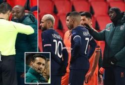Lý do trận PSG vs Istanbul bị hoãn khi các cầu thủ bỏ ra ngoài