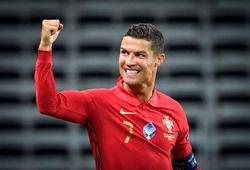 Ronaldo tập sút phạt để ghi bàn thứ 100 ở đội tuyển