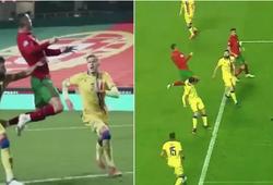 Ronaldo lại gây sốt bằng pha treo người lơ lửng trên không
