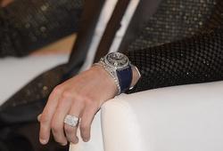Tay trái của Ronaldo gây kinh ngạc về giá trị đồ trang sức