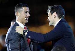 Ronaldo nhận giải và tiết lộ liệu pháp mát-xa lúc 2 giờ sáng