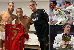 """Ronaldo gặp bạn cũ trong phòng thay đồ sau """"2 năm không nói chuyện"""""""