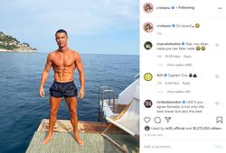 """Ronaldo khoe thân hình """"đẹp như tạc tượng"""" trên du thuyền"""