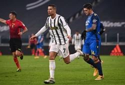 Ronaldo vượt qua kỷ lục của Pele bằng cú đúp cho Juventus