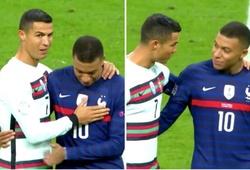 Ronaldo và Mbappe gây tò mò về cuộc nói chuyện trên sân